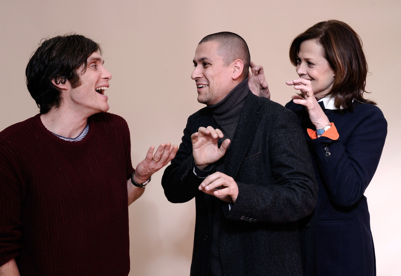 Actor Cillian Murphy (left), and actress Sigourney Weaver (right) playfully trying to scare director Rodrigo Cortés.