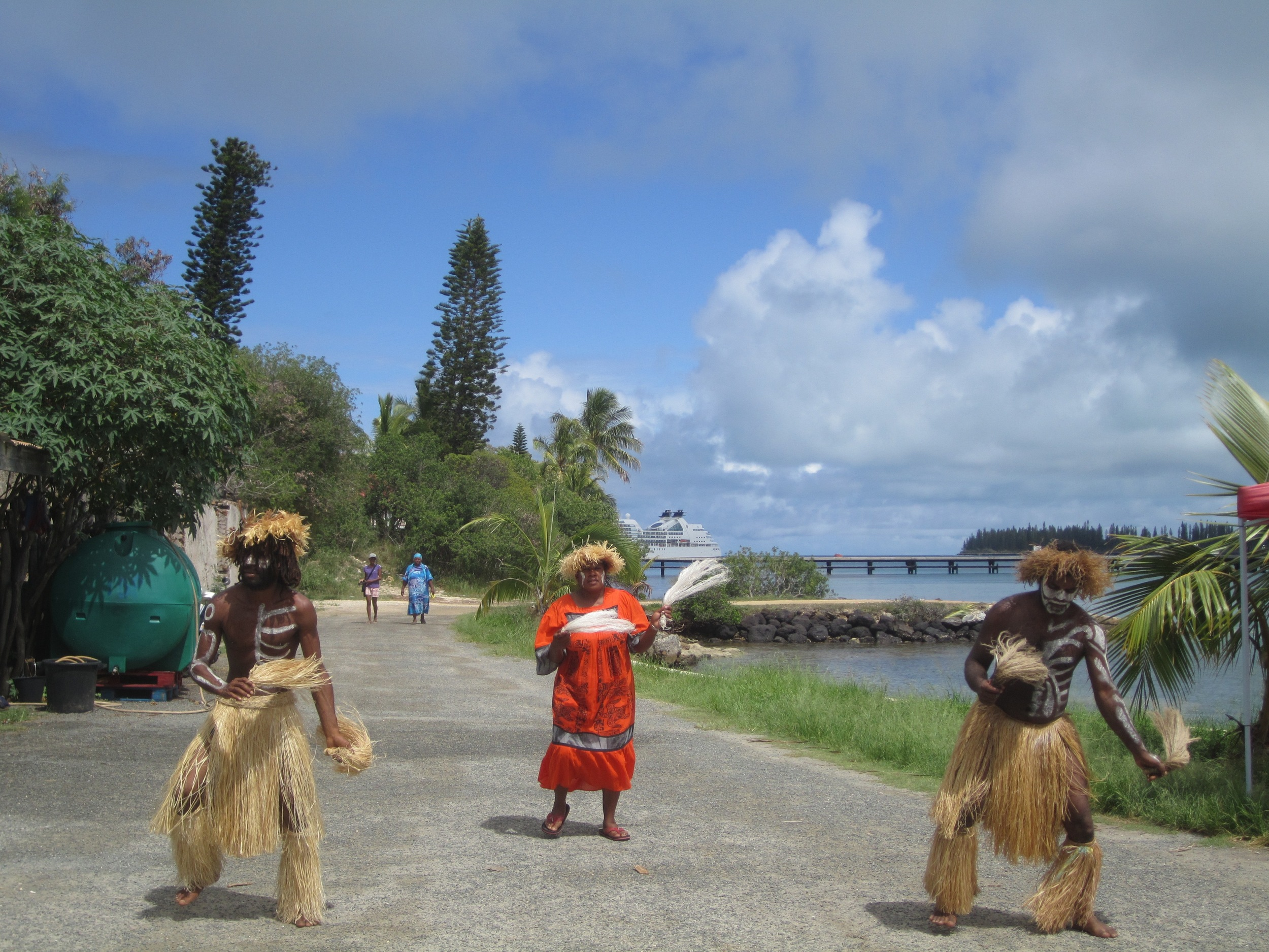 Warm Melanesian greeting, Ile des Pins