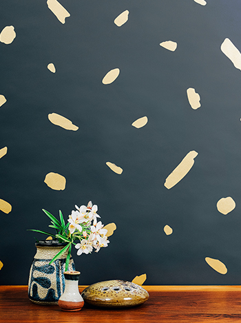 Finola  is obsessed with Juju Papers 'Pas De Trois' hand painted wallpaper with it's stunning gold paint on charcoal paper.