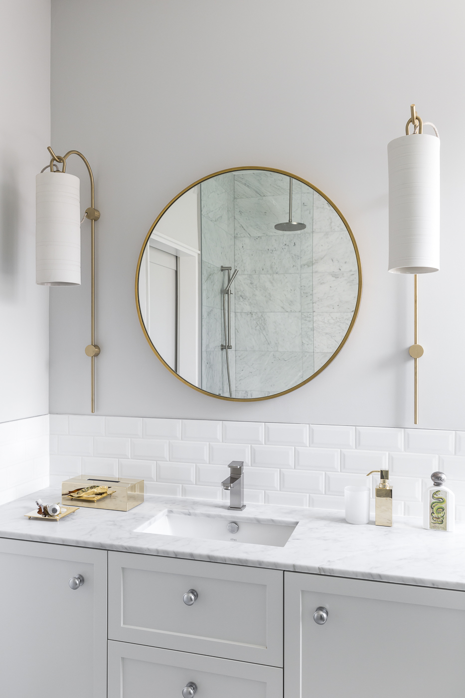 Generous wall light fittings complement a simple and yet luxurious master ensuite.