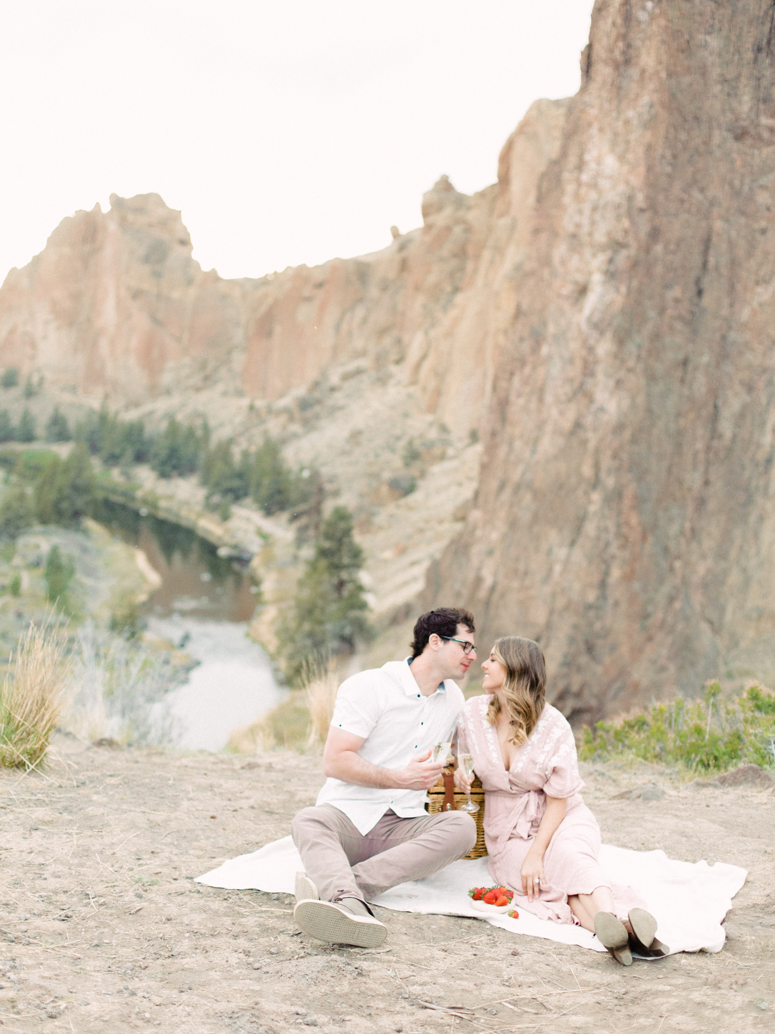 smith-rock-bend-oregon-engagement-photography-44.jpg