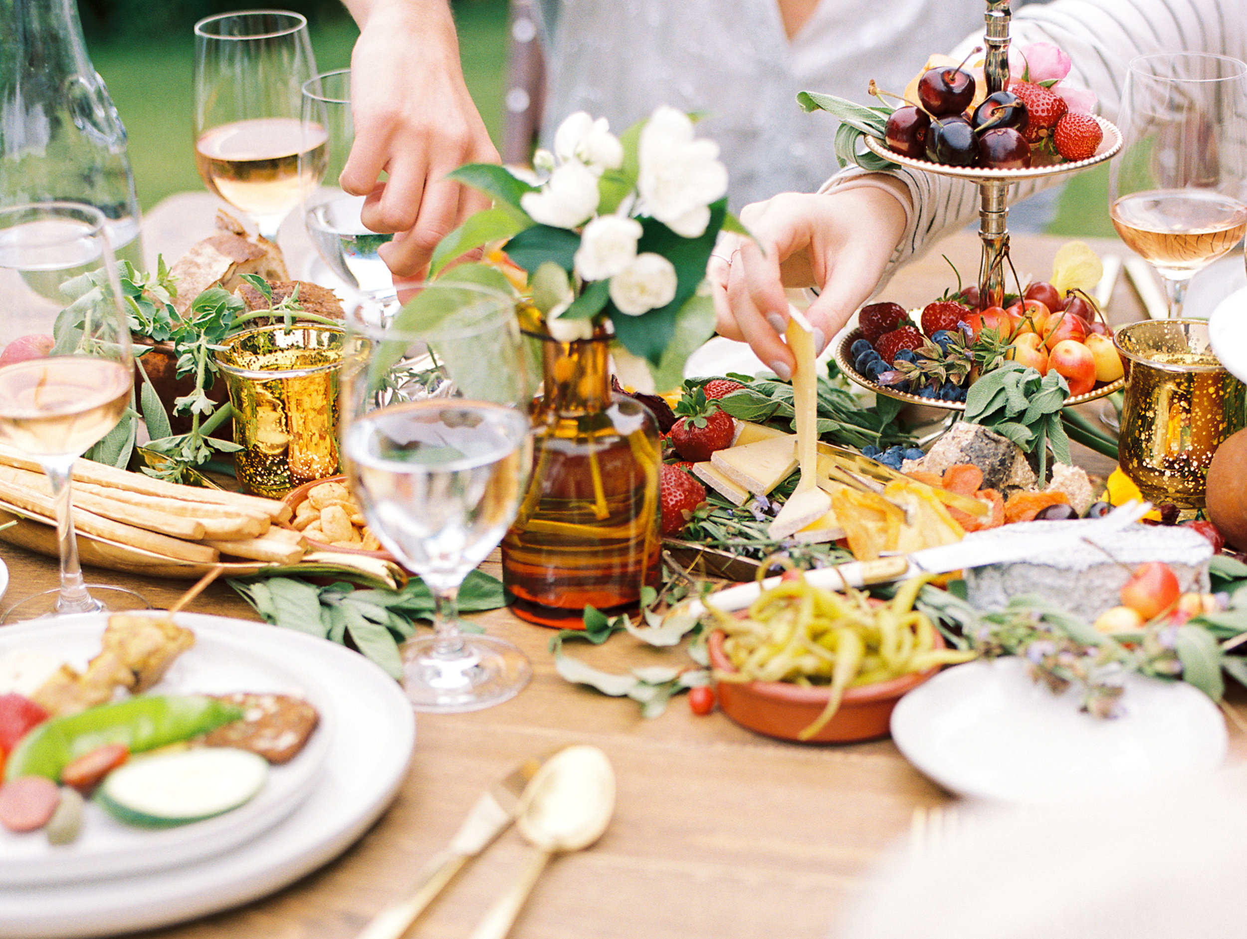 gorge-crest-vineyards-katie-dessin-wedding-photography-41.jpg