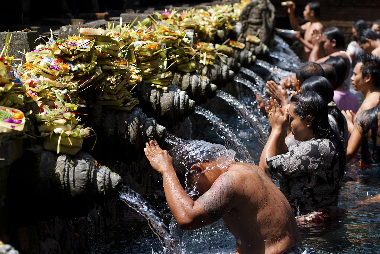 Bathing before praying | Turta Empul, Tampaksiring