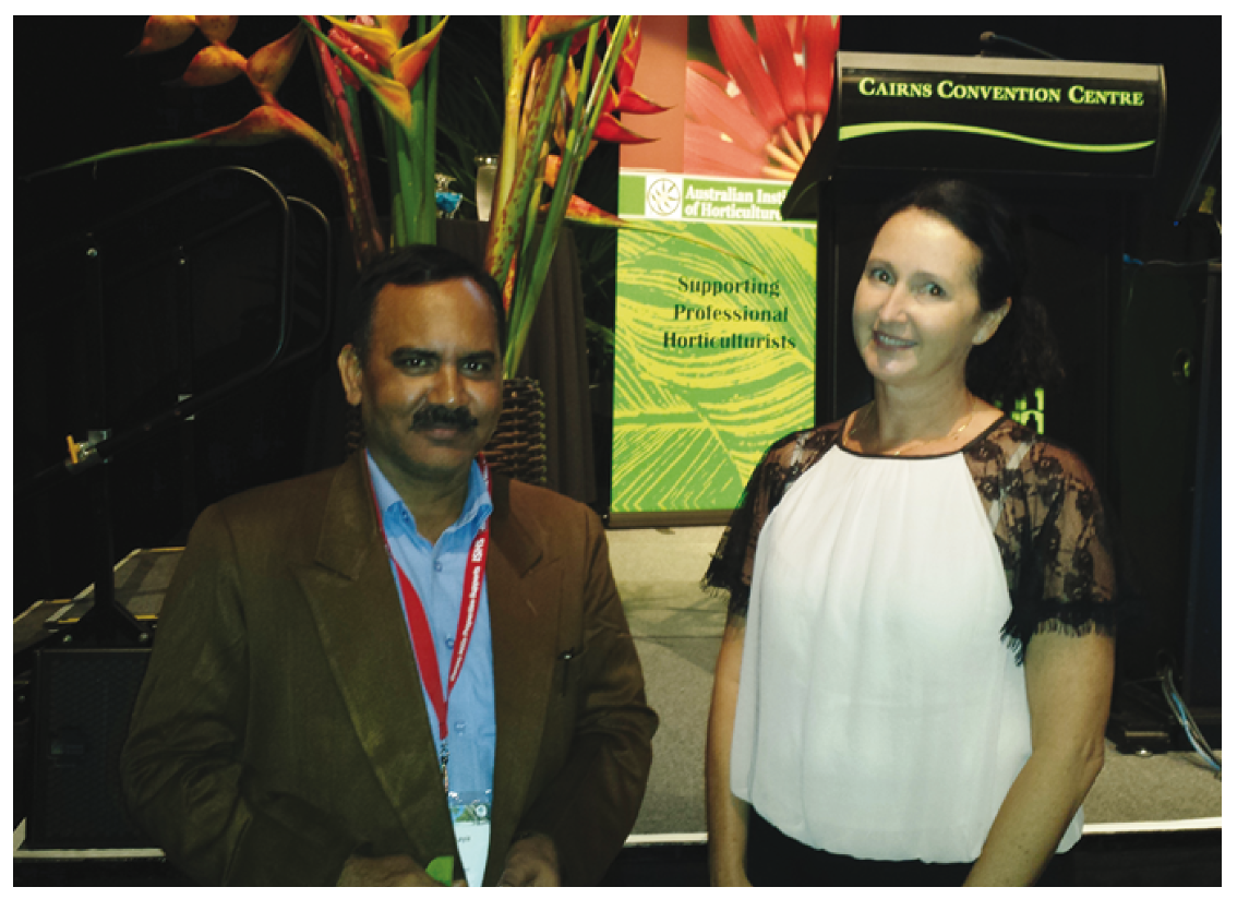 Dr Vik Pandrey (India Council of Agricultural Research) and Dr Natalie Dillon (DAF) discuss mango breeding opportunities.