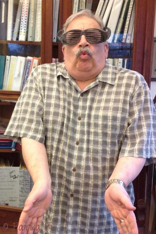 Tony_Smooch_Glasses.jpg