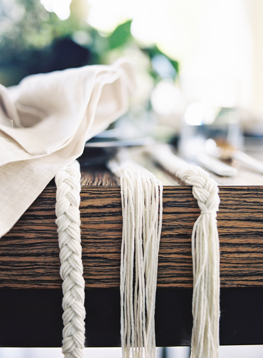 Natural rope table runner details