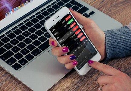 Woman stocks phone.300.jpg