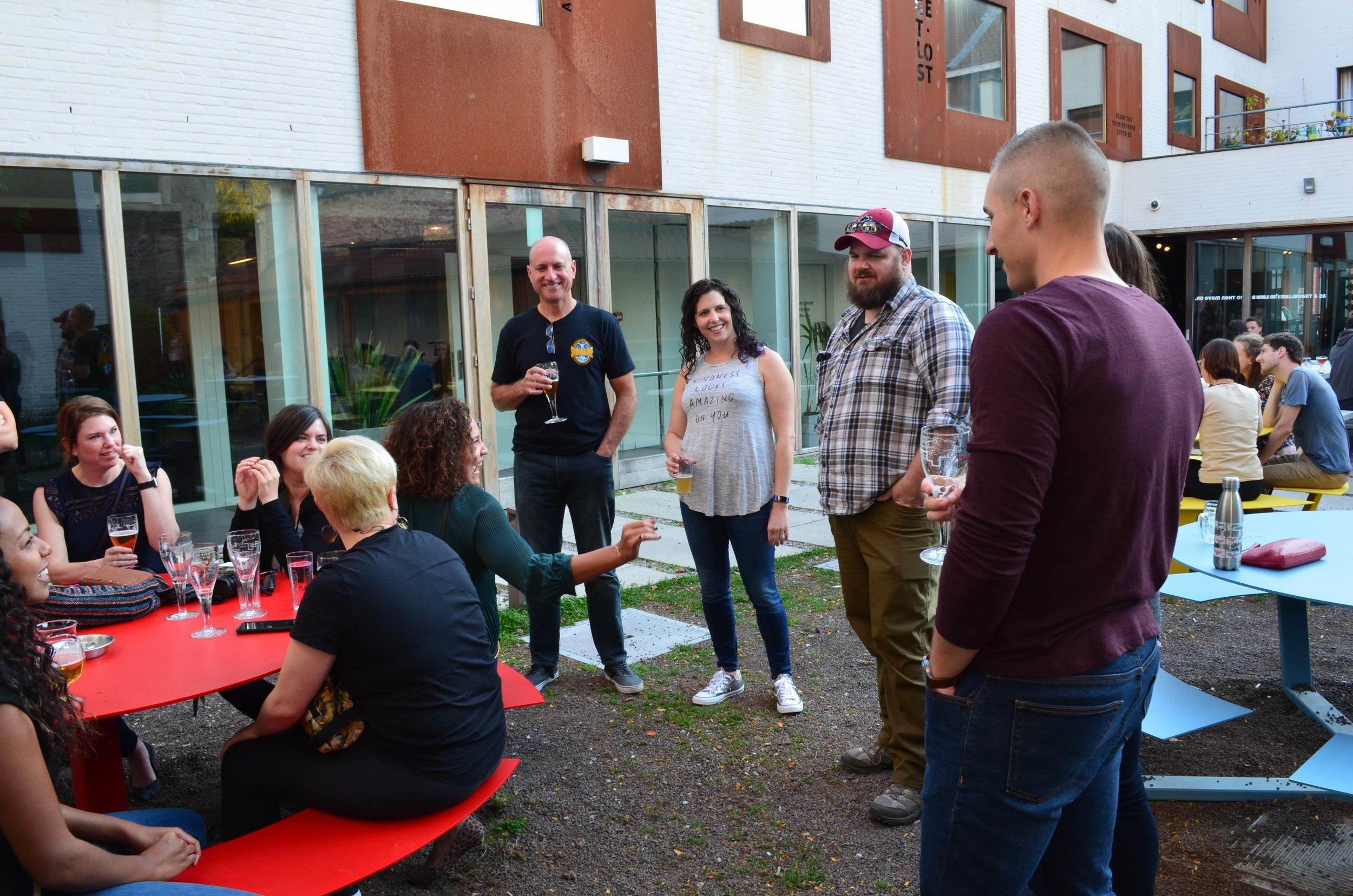 beeryoga_balanceandbrews_yogaretreat_bruges_snuffel_hostelbeer_MIN.jpg