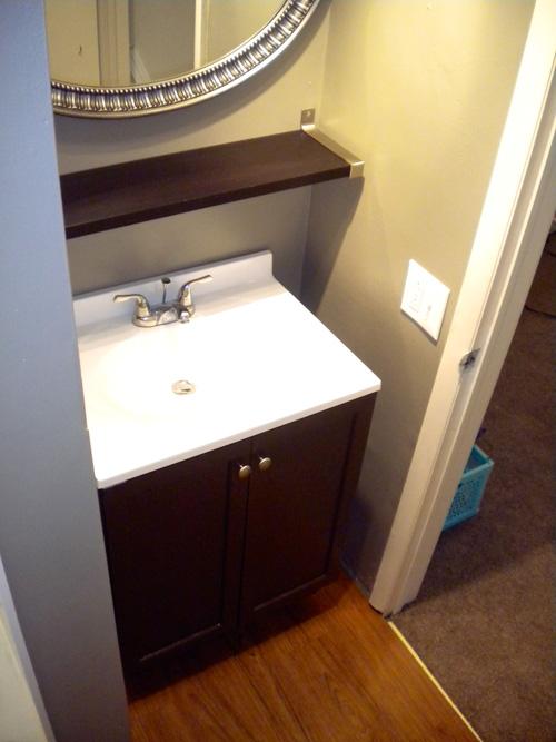 Apt5_Bathroom_sm.jpg