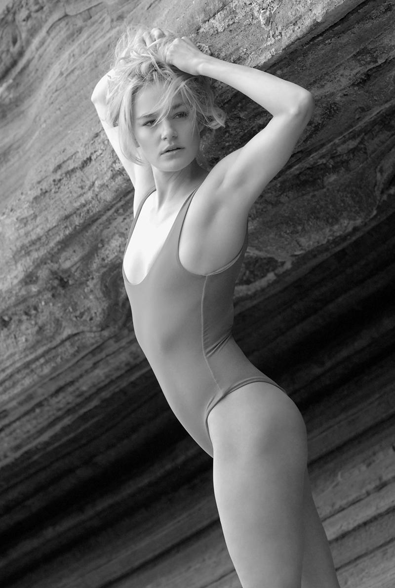 Swimbook_swimsuit_Posh_Pua_Makena_one_piece_Katie_Kloss_DSC_0063.JPG