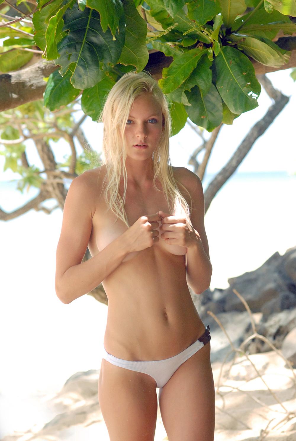 Swimbook_swimsuit_Red_Velvet_by_Nicole_Marcella_with_Katie_Pentz_DSC_0303.jpg