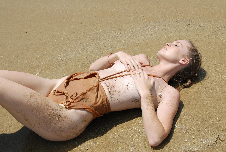 Swimbook_Siempre_Golden_swimsuit_McKenzie_Hatcher_DSC_0143.JPG