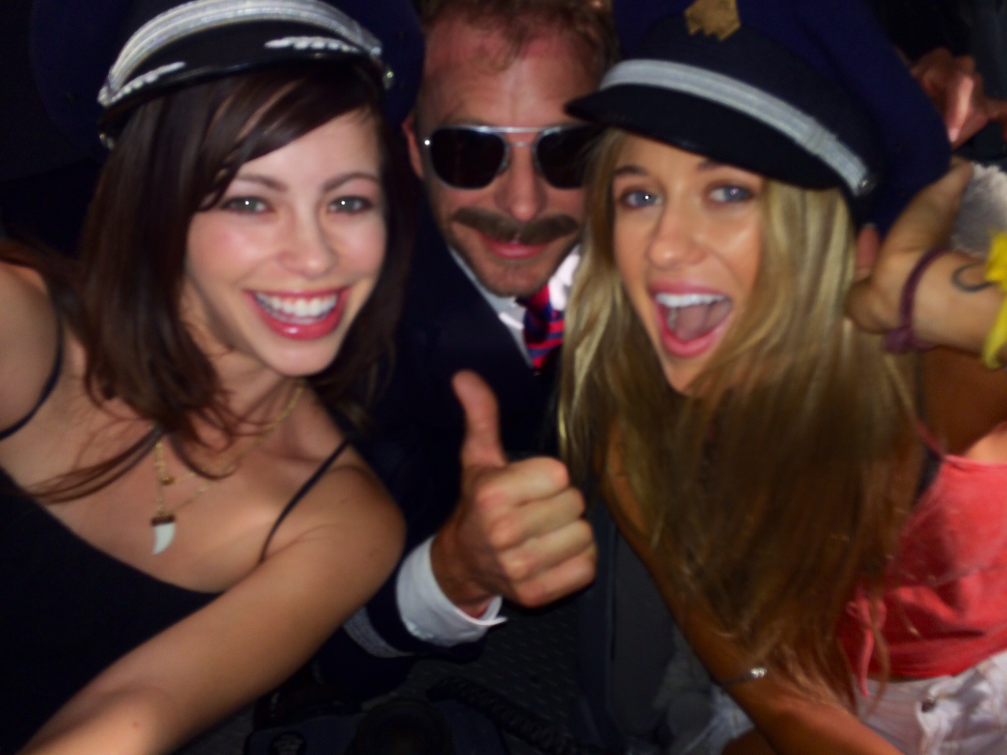 Skyler, Dierks Bently and Alexis on the set of Drunk on a Plane