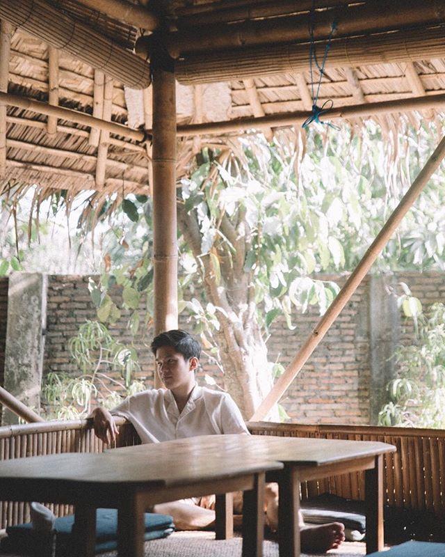 Sam Santai kuyyyyyyyyyy . . .  #travel #igtravel #indonesia #yjogjakarta #folkindonesia #dancer #keratonjogja #traveljogja #beautifuldestinations  #digitalnomads  #passionpassport #postthepeople #travelgram #tourism #instago #passportready #wanderlust #ilovetravel #instatravelling #thevisualcollective #instapassport #postcardsfromtheworld #traveldeeper  #traveltheworld #igtravel #instago #travelpics #wanderer #wanderlust