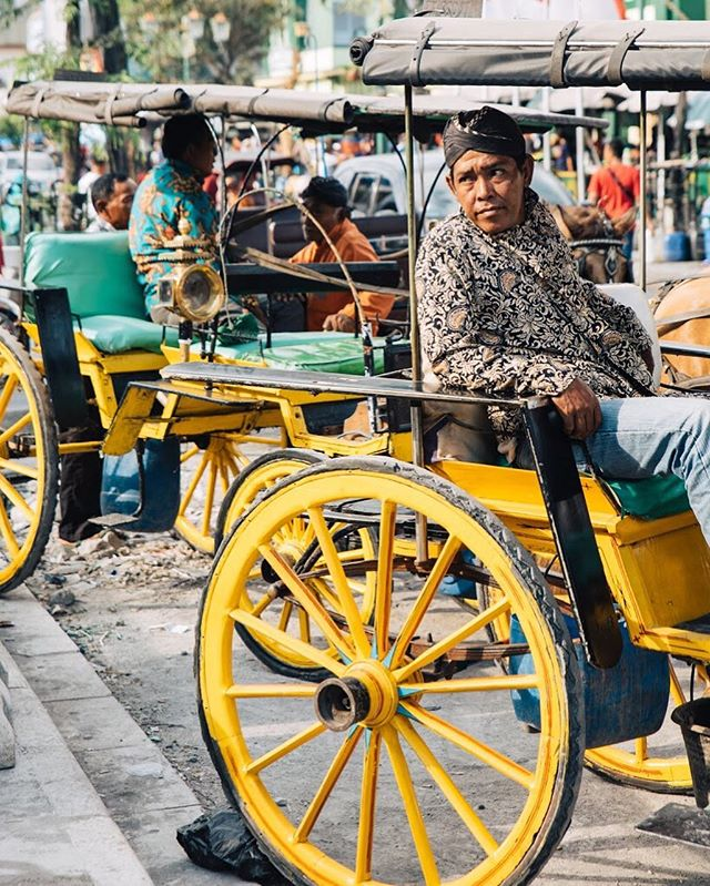 The Chaos and Color of Jalan Malioboro . . .  #travel #igtravel #indonesia #yjogjakarta #folkindonesia #dancer #keratonjogja #traveljogja #beautifuldestinations  #digitalnomads  #passionpassport #postthepeople #travelgram #tourism #instago #passportready #wanderlust #ilovetravel #instatravelling #thevisualcollective #instapassport #postcardsfromtheworld #traveldeeper  #traveltheworld #igtravel #instago #travelpics #wanderer #wanderlust