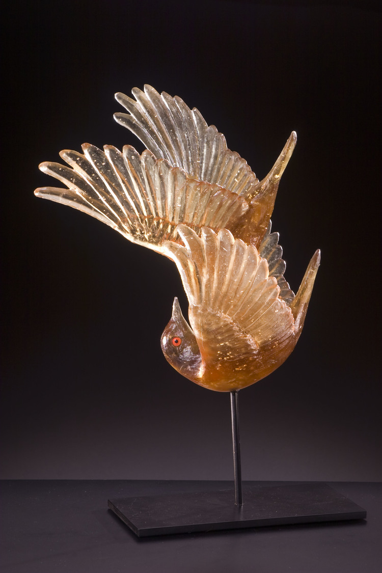 Katherine Rutecki,  Tandem,  lost wax cast crystal, taxidermy eyes steel mount, 25x20x43cm, 2008  Collection of the New Orleans Museum of Art, USA