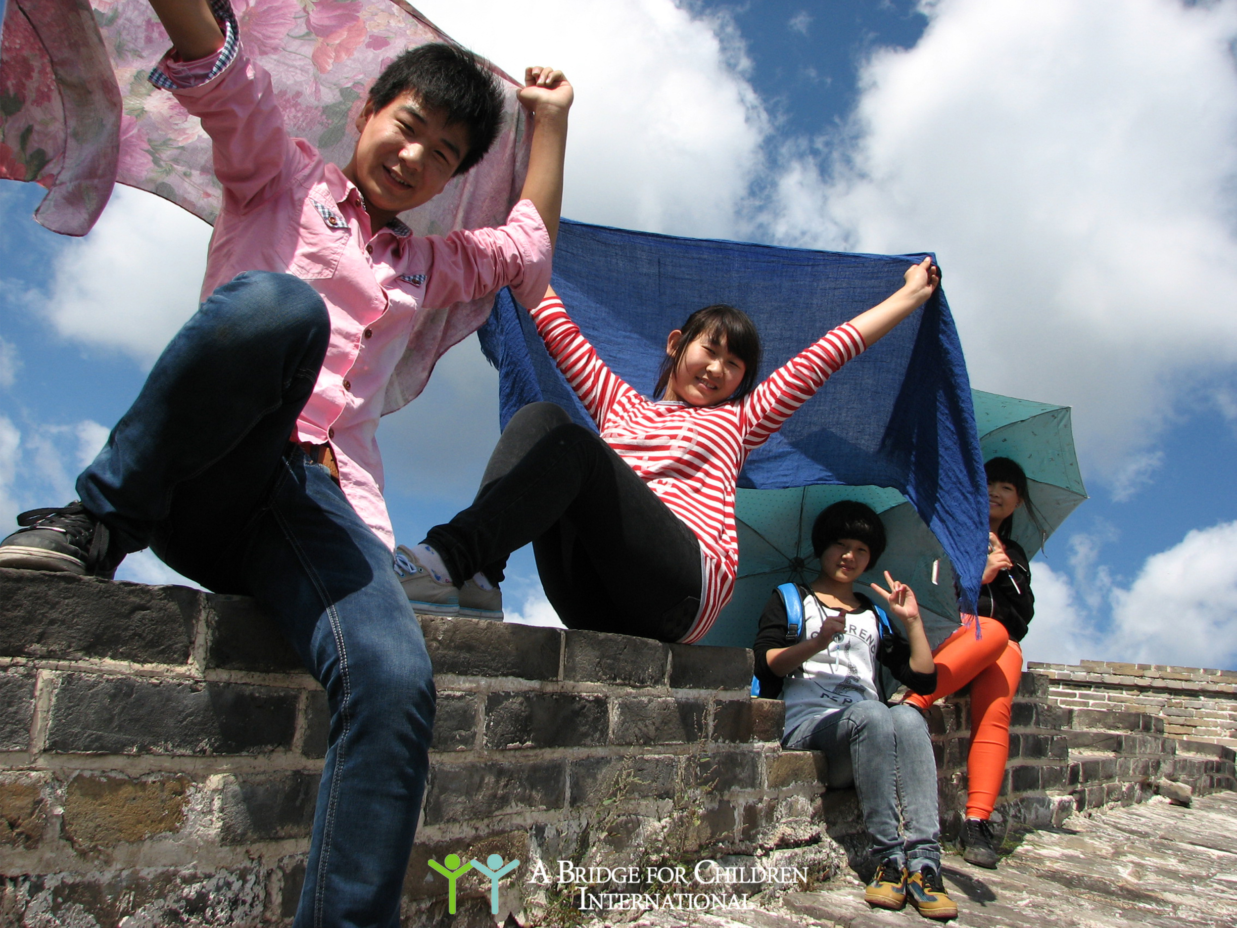 DREAM students on an excursion to the Great Wall.