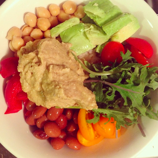 A bowl of goodness. Short on time? Extra nutrition for the cold seasons? Wanting something affordable? This is seasonal and fresh food made in 5 min. Rocket, kidney beans, red capsicum, chickpeas, avocado, cherry tomatoes, rocket, hummus and fresh mint. Lots of veg, protein, fat and carbs. Delicious and easy. I'm in love xx