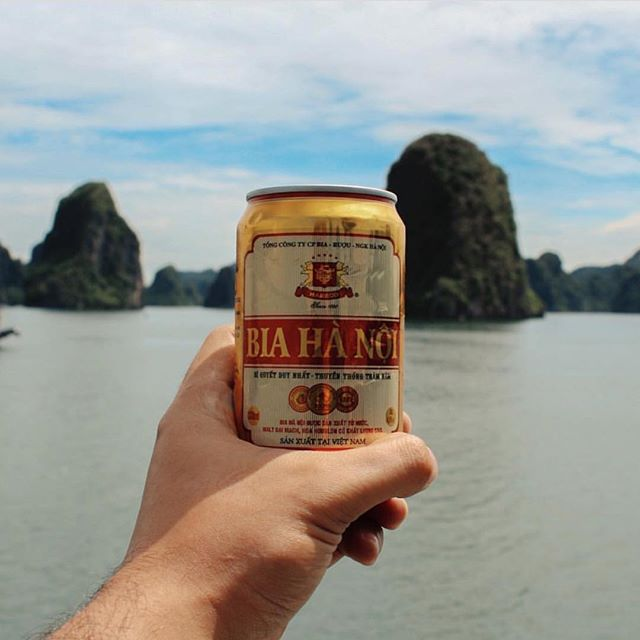 Whether you live in the big smoke or outback, you can now order refreshing Hanoi Beer delivered to your door at Dan Murphy's online store! Link in our profile... 📷: @nadrojteo
