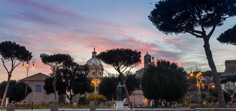 Apus Forumul Roman