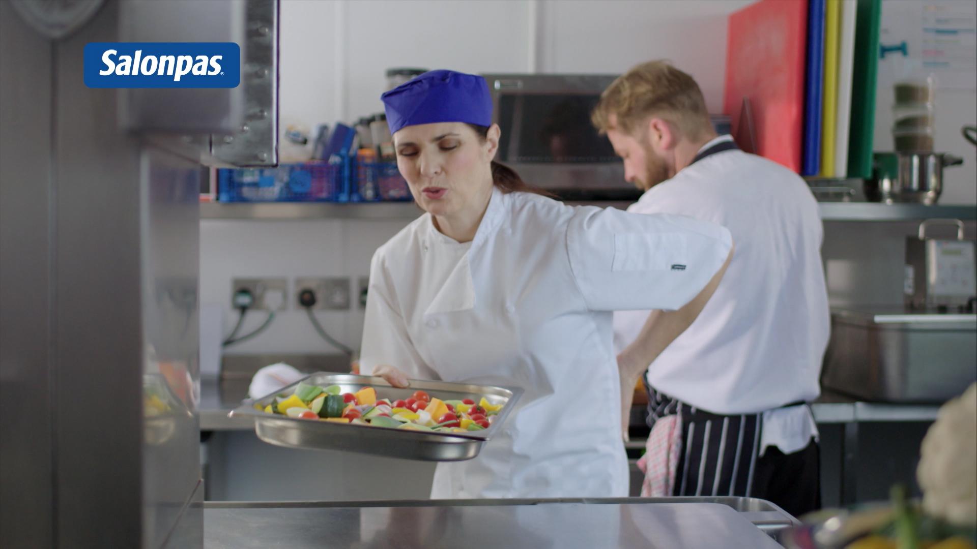 Salonpas TV commercial