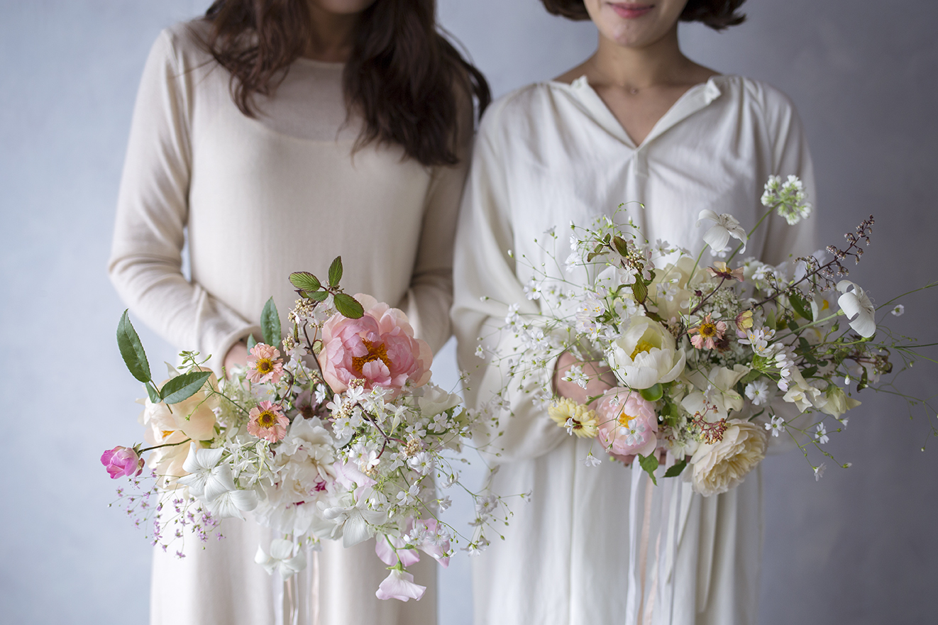 Seo Hee Kim & Se Hee Lee from Seoul with their bridal bouquets. Such angels!