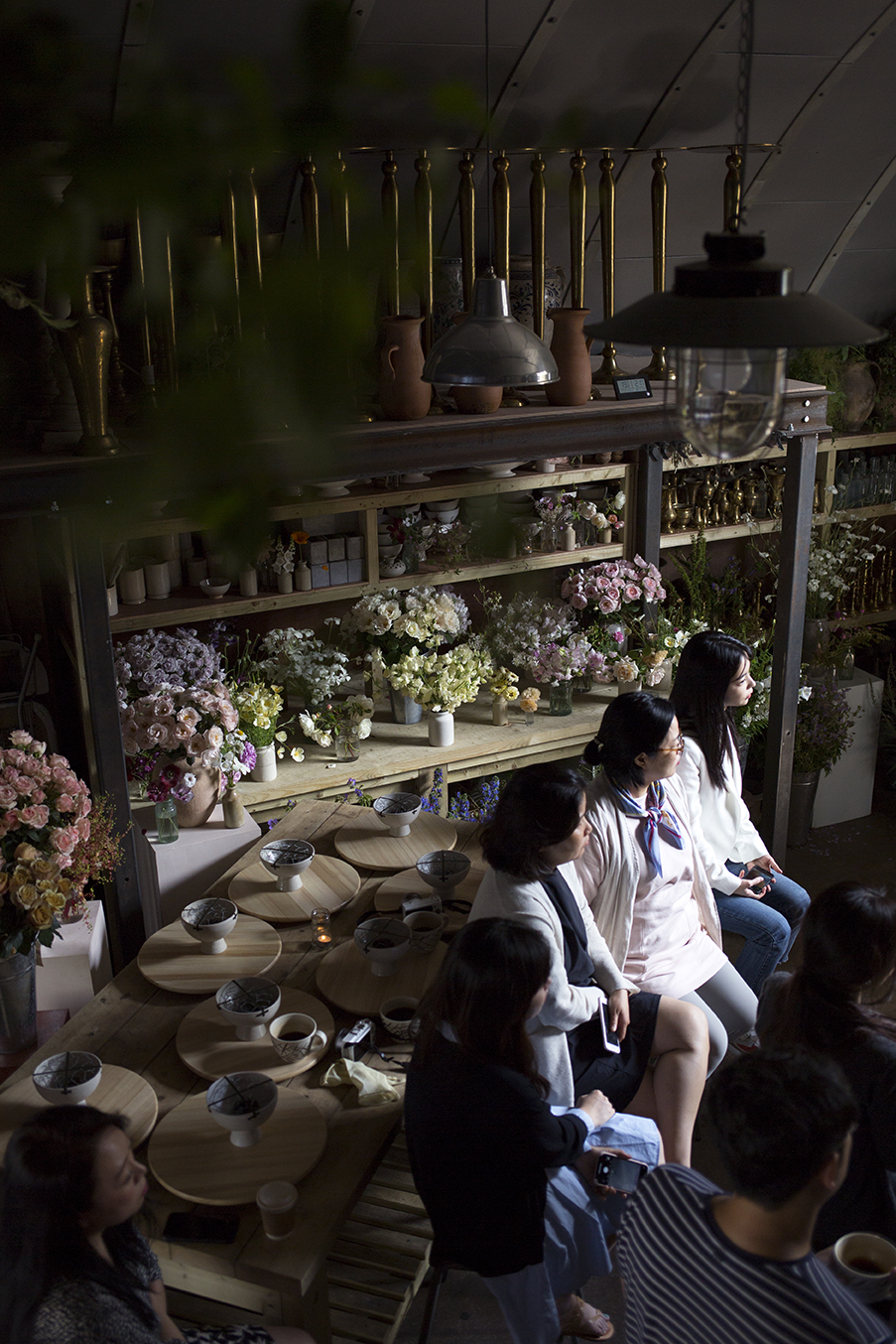 During each class, students watch a demonstration, during which we explain our design process alongside the practical techniques for each arrangement