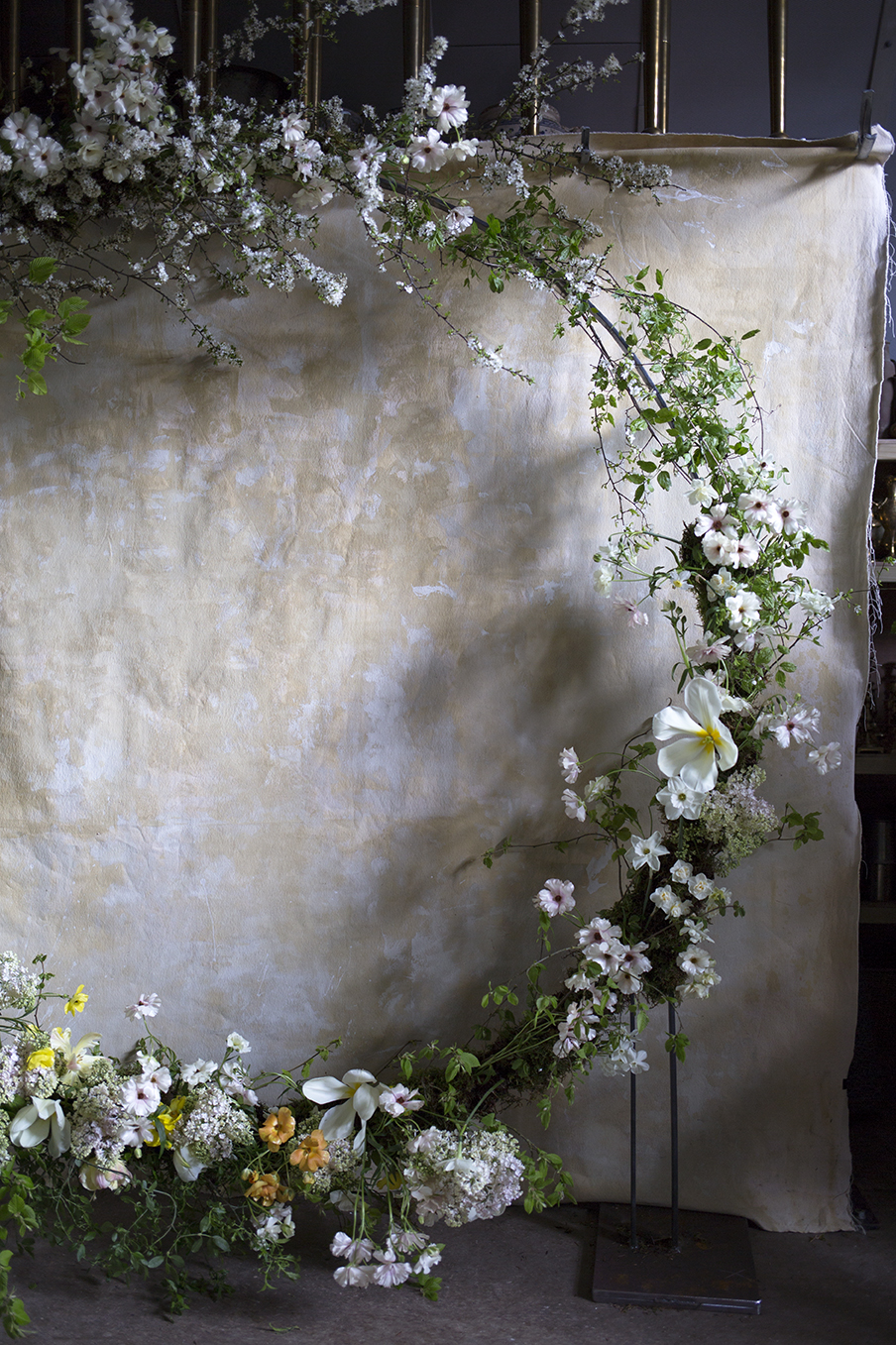 A wedding ceremony circle installation of spring flowers and foliage made during a group workshop at Aesme Flower Studio