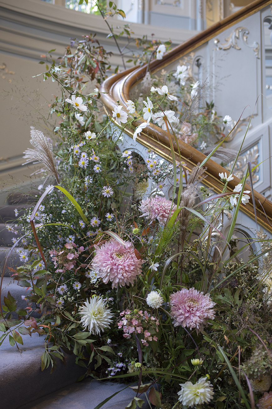 A foam-free staircase installation for an October wedding