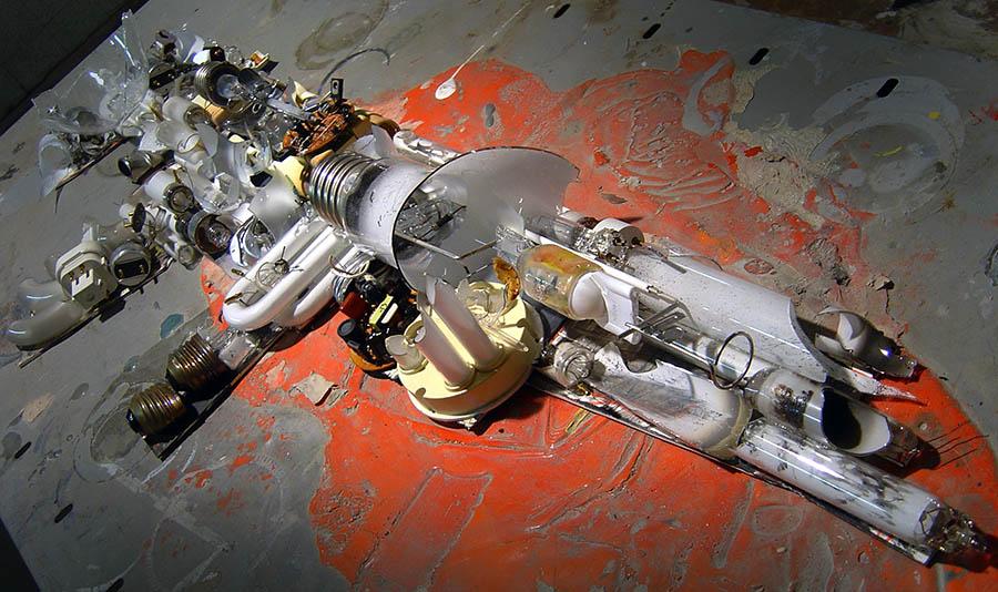 Broken light bulb gun, 300 x 820