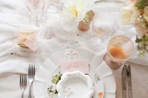 soft-feminine-tabletop-cheesecloth-peach-white-gold-place-setting-anthropologie