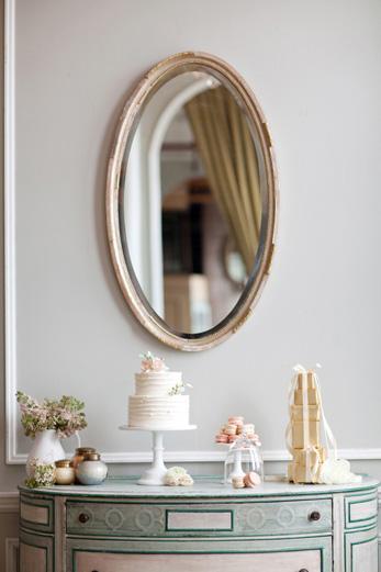 metropolitan-building-french-dessert-display-simple-cake-gold-white-blush