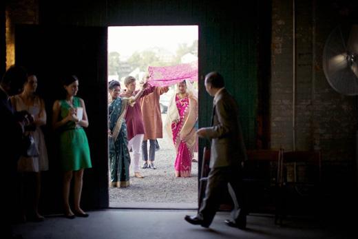 bengali-wedding-entrance-scarf