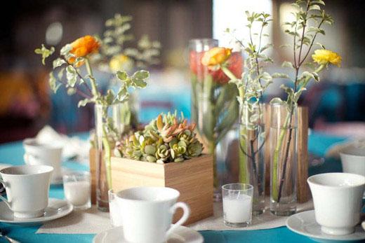 vintage-wood-succulent-ranunculus-wedding-centerpiece