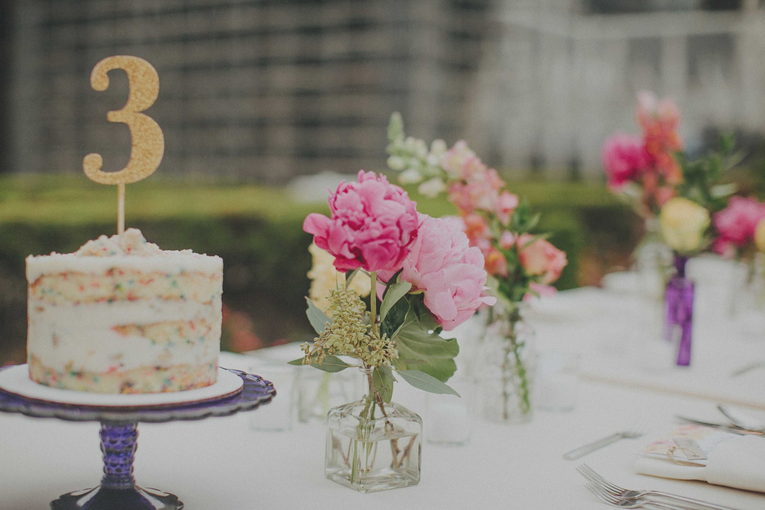 cake-centerpiece-table-number-wedding-momofuku