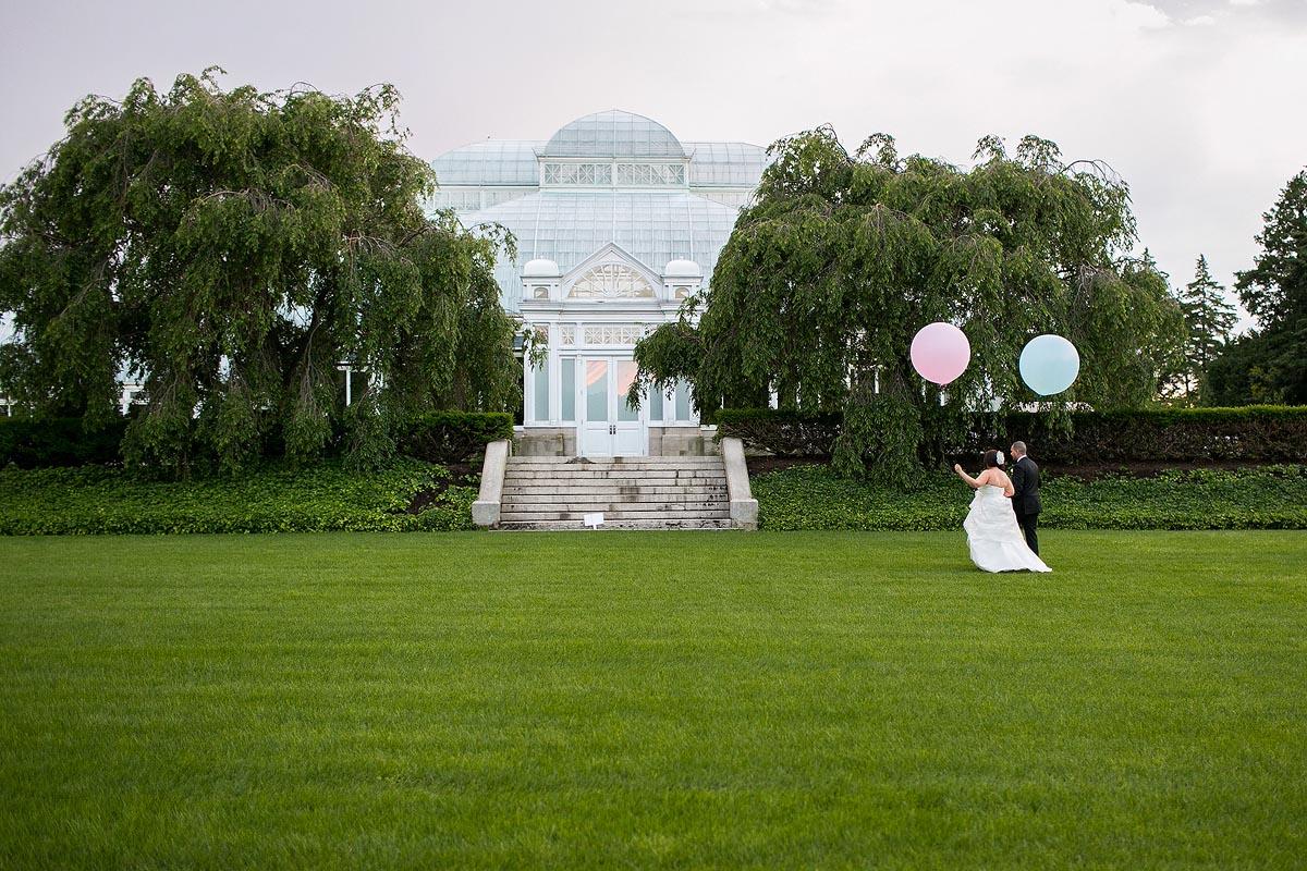 bride-groom-geronimo-balloons-new-york-botanical-gardens-pink-blue