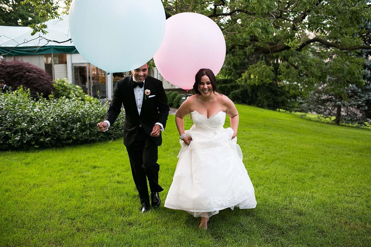 bride-groom-geronimo-balloons-pink-blue