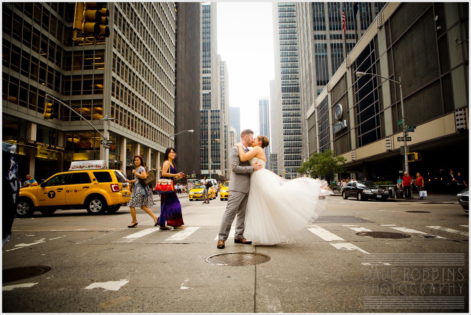 nyc-wedding-photo-taxi-skyscraper