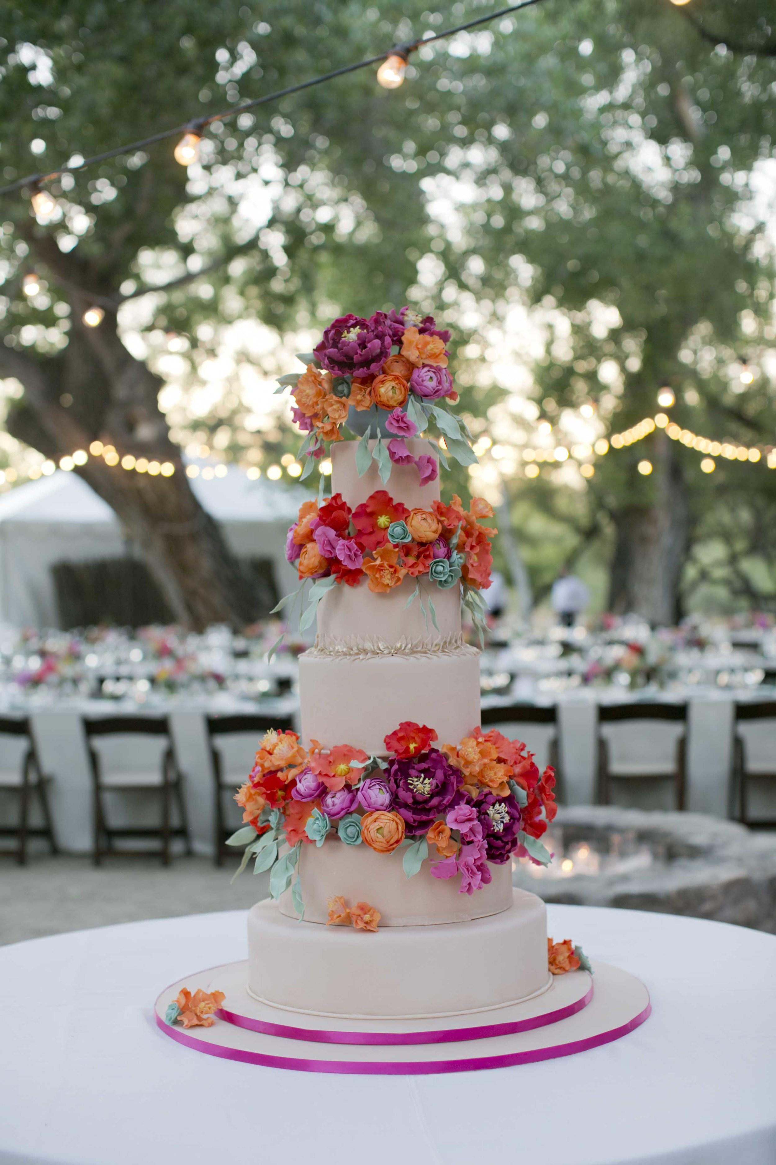 peach-magenta-sugar-flower-wedding-cake-ranunculus