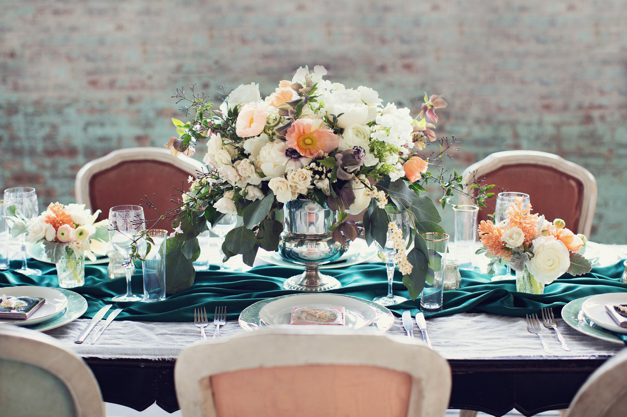 chic-classic-wedding-centerpiece-white-peach