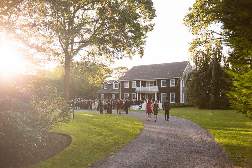 sunset-hamptons-wedding-outdoor-cocktails