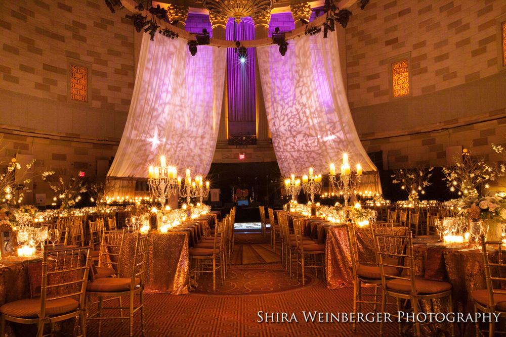 gotham-hall-wedding-gold-sequin-tablecloths-elegant-rich-candelabra