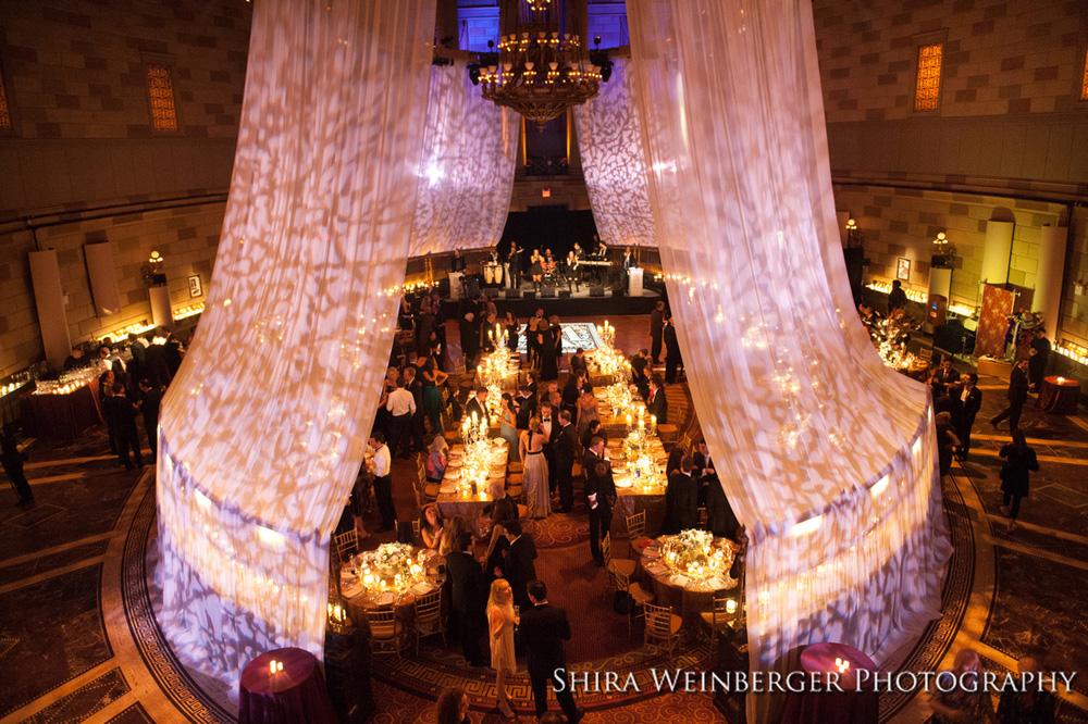 gotham-hall-wedding-glamorous-draping-lighting