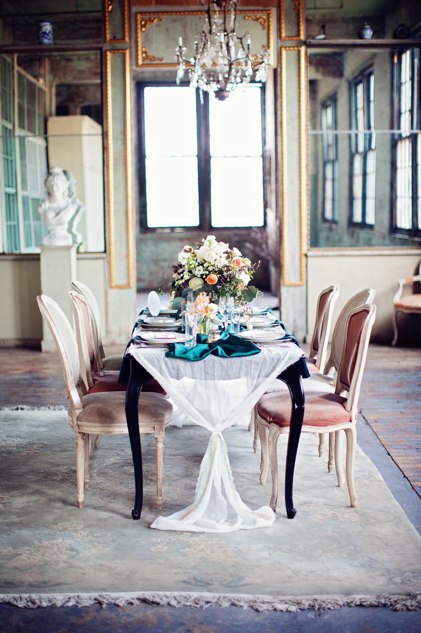 metropolitan-building-vintage-chic-peach-emerald-white-mint