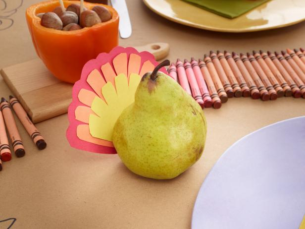 thankgsiving-kids-table-ideas-pear-turkey
