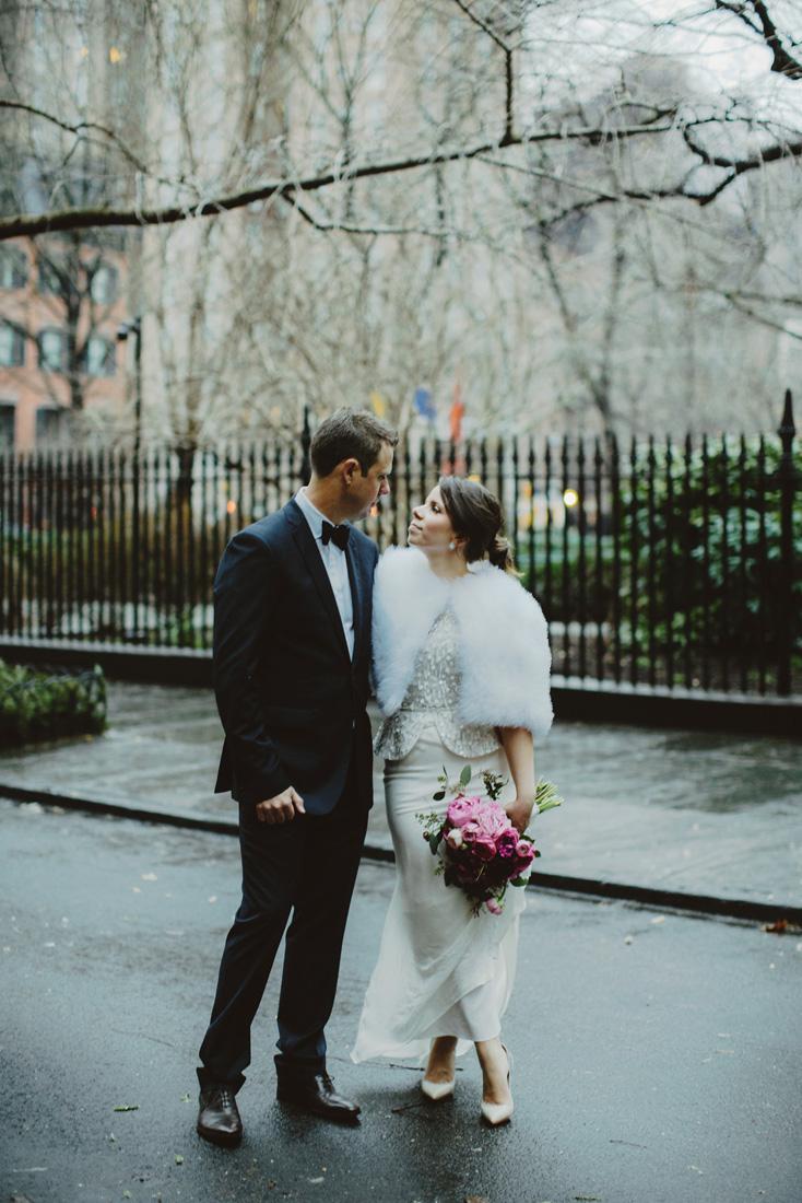 winter-wedding-fur-jacket-magenta-bouquet-nyc-gramercy-park