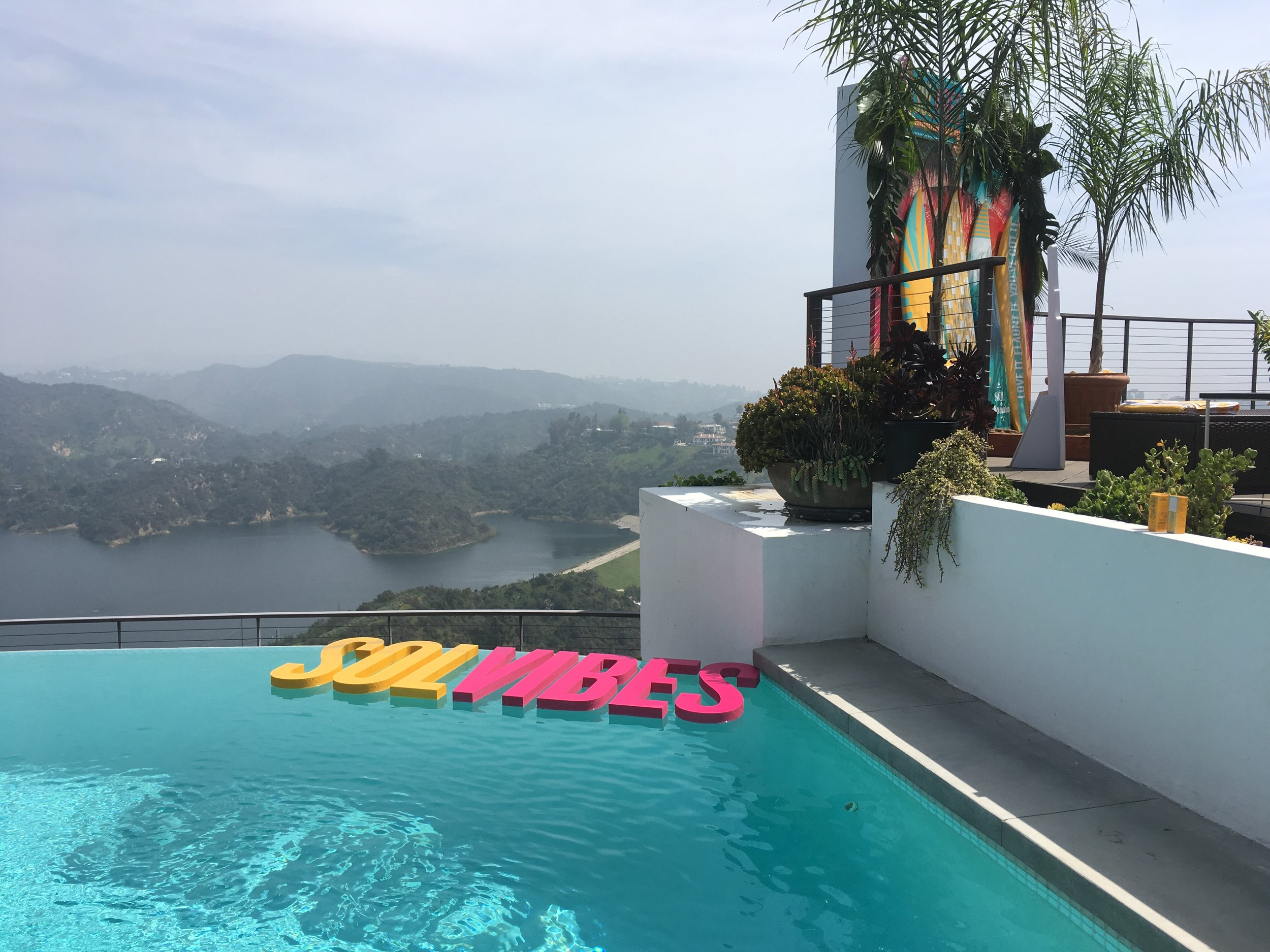 pool-epic-view-party-beauty-sol-de-janeiro