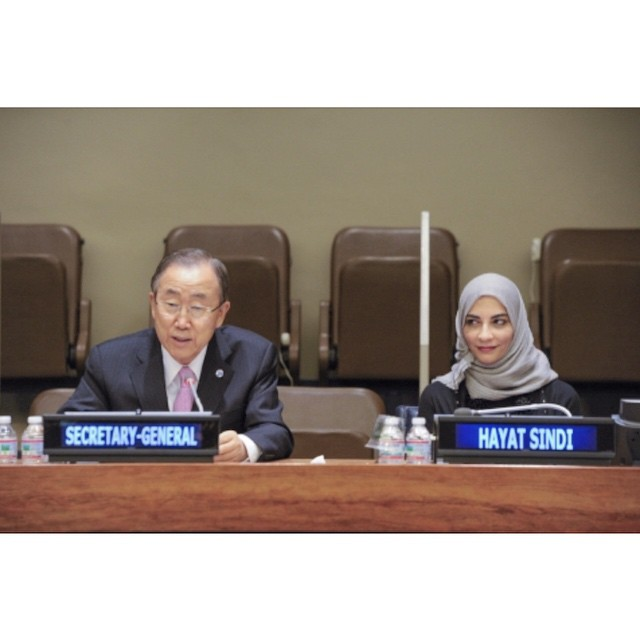 Dr. Hayat Sindi is not only an accomplished scientist but is also a member of the Shura Council and a visiting scholar at Harvard University. She has won multiple prizes for her accomplishments and is a UNESCO Goodwill Ambassador.  Pictured above, Dr. Sindi was welcomed by the Secretary-General of the United Nations before she gave a speech on how science and technology can help empower women. #hayatsindi #un #mithaal