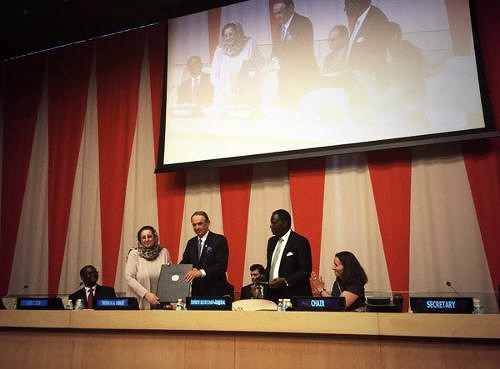 Dr. Obaid received the UNFPA Award from the Deputy Security-General, H.E. Jan Eliassion