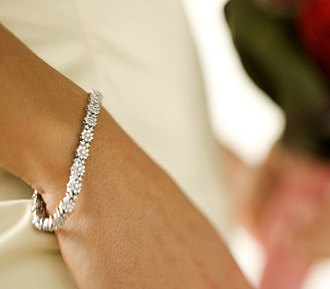 For the classically elegant bride -  Image via adorn.com